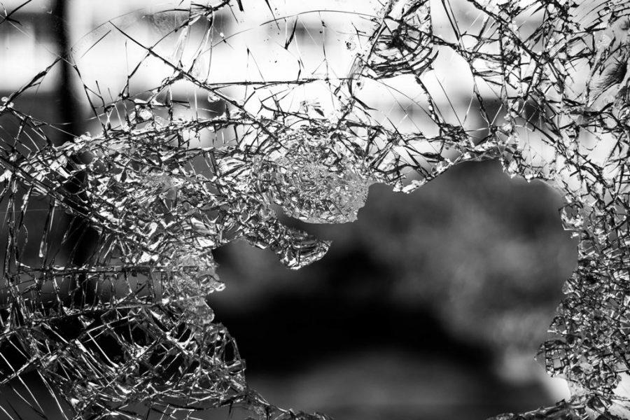een gebroken raam
